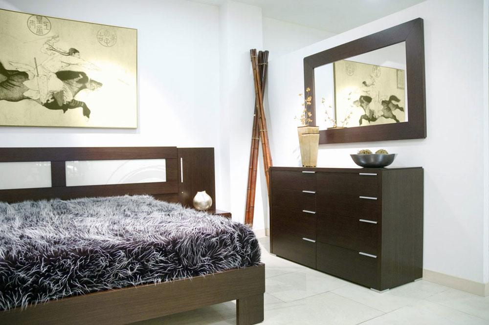Dormitorio en chapa de madera con mesillas, cabecero , cómoda y espejo