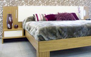 dormitorio con colcha terciopelo
