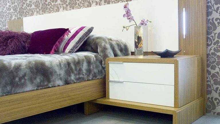 Dormitorio a medida en madera y blanco
