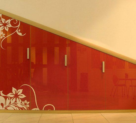 Armario para buhardilla con puertas en vidrio naranja
