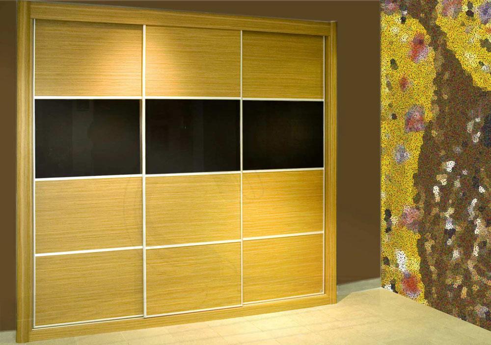 Armario de puertas deslizantes en chapa de madera con vidrio