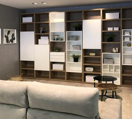 Libreria madera y blanco